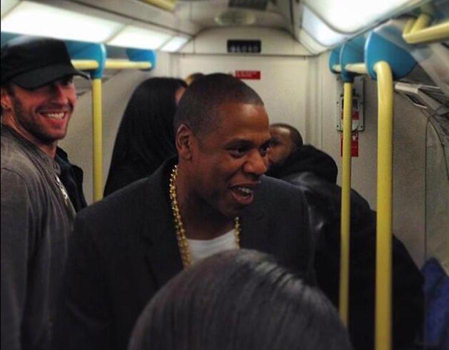 Jay Z sama Chris Martin saja naik KRL lho
