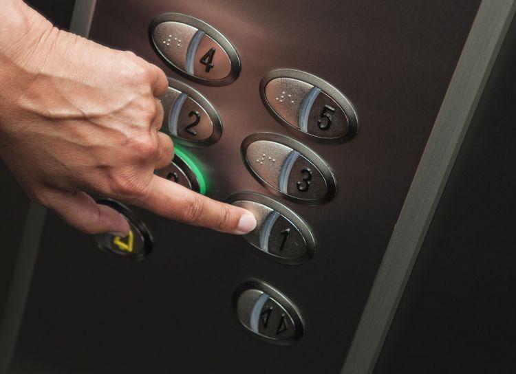 berapa orang yang menekan tombol yang sama?