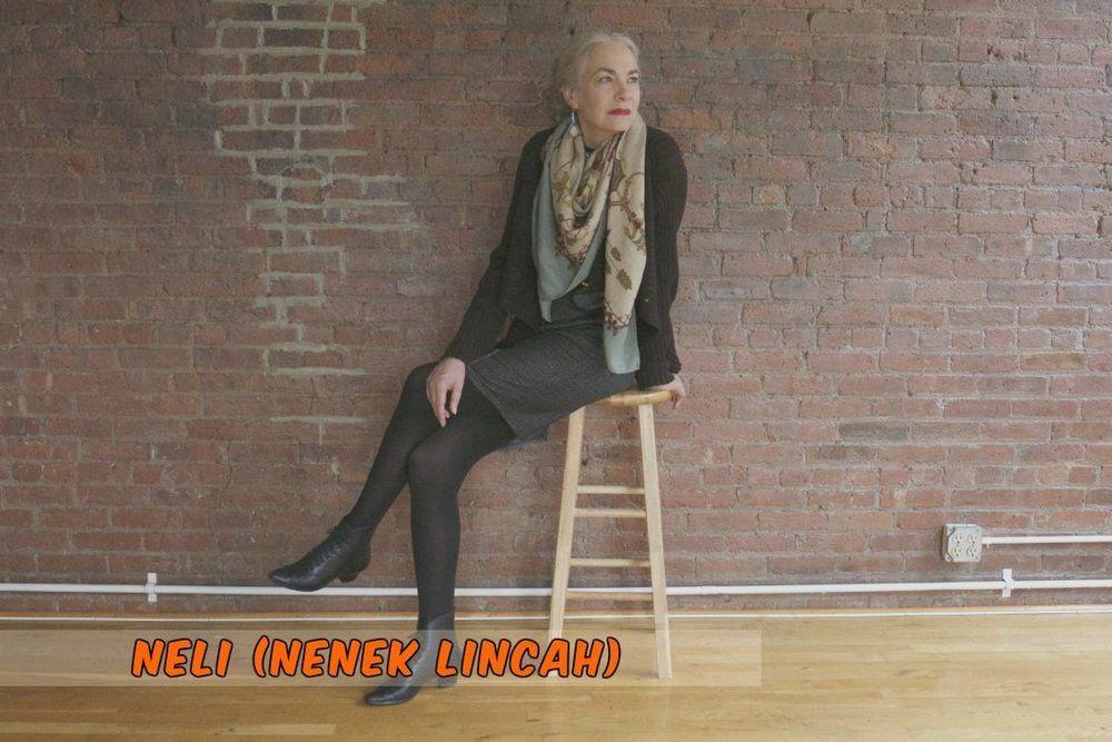 Jackie O'Shawnessy, model, 64 tahun. Masih lincah.