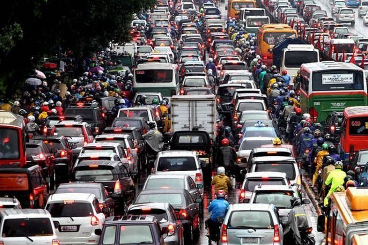 salut ya sama yang sanggup hidup di Jakarta setiap hari