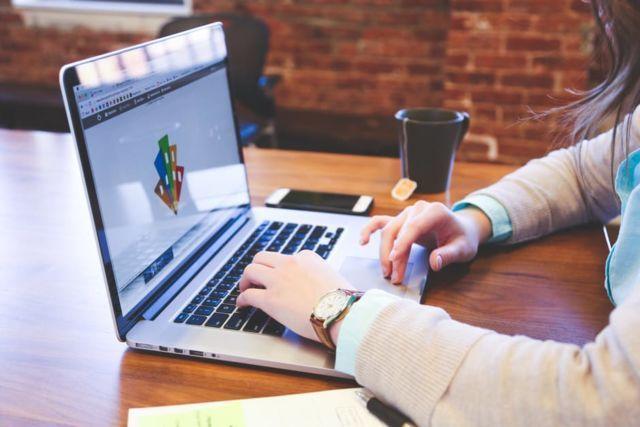 coretan warna-warni untuk kantormu