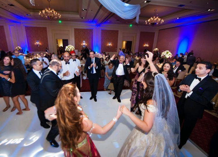 menari bersama