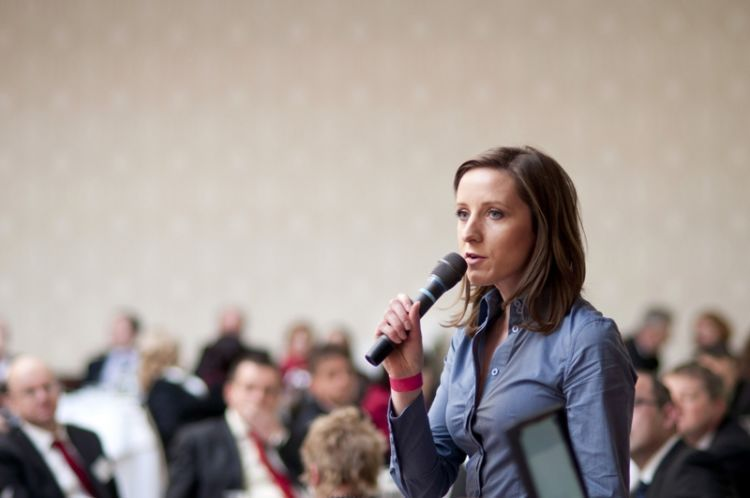 mahir berbicara di depan umum