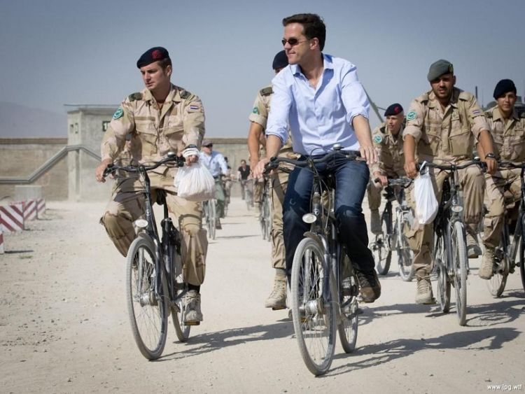 Bersepeda layaknya warga sejati Belanda