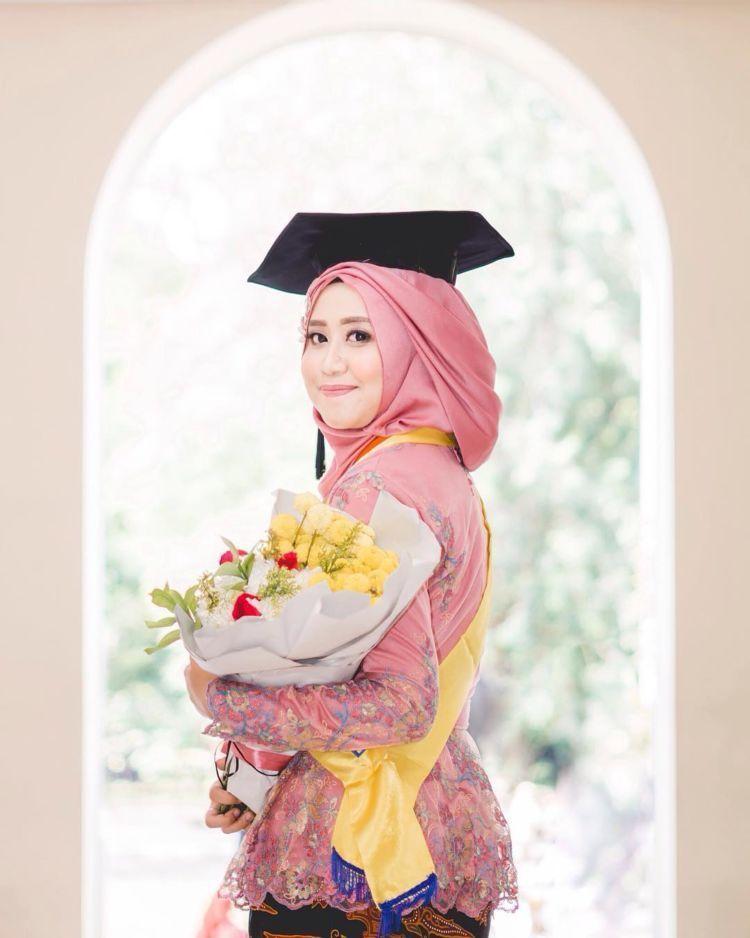 Sarjana lulusan FEB UGM