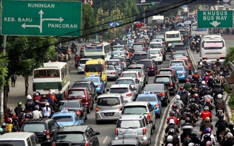 salah satu cara mengurasi kemacetan ya dengan menaikkan tarif parkir