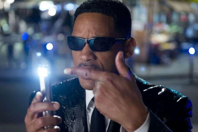 menghapus ingatan dengan laser dalam Men in Black