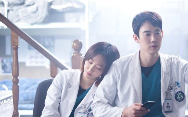 Yoo Yeon Seok dalam Romantic Dr. Kim