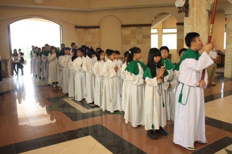 anak-anak altar banyak yang menjadi korban