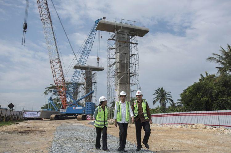 Jokowi tinjau pembangunan LRT