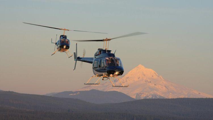 Helikopter. Muter-muter di atas kayak baling-baling
