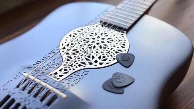 Memang bukan terbuat dari kayu, inilah gitar akustik hasil 3D printer pertama di dunia
