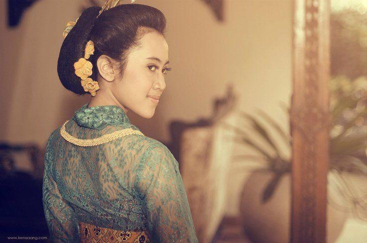Ilustrasi perempuan Jawa