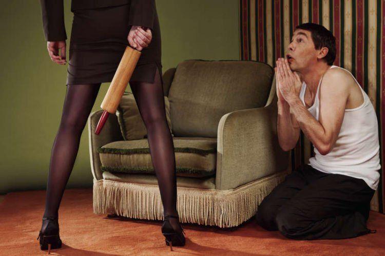 Служанка заставила хозяйку вылизать ее — img 3
