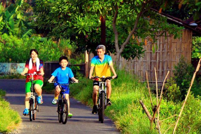 Sehat bersepeda di pagi hari
