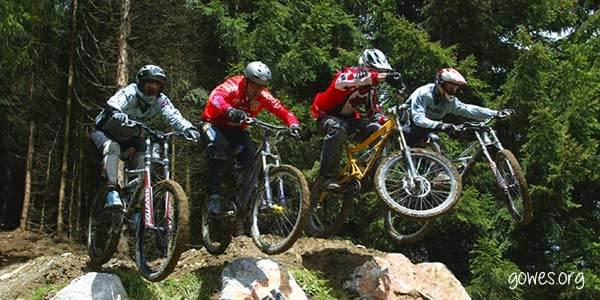 Bersepeda bisa jadi olahraga ekstrim