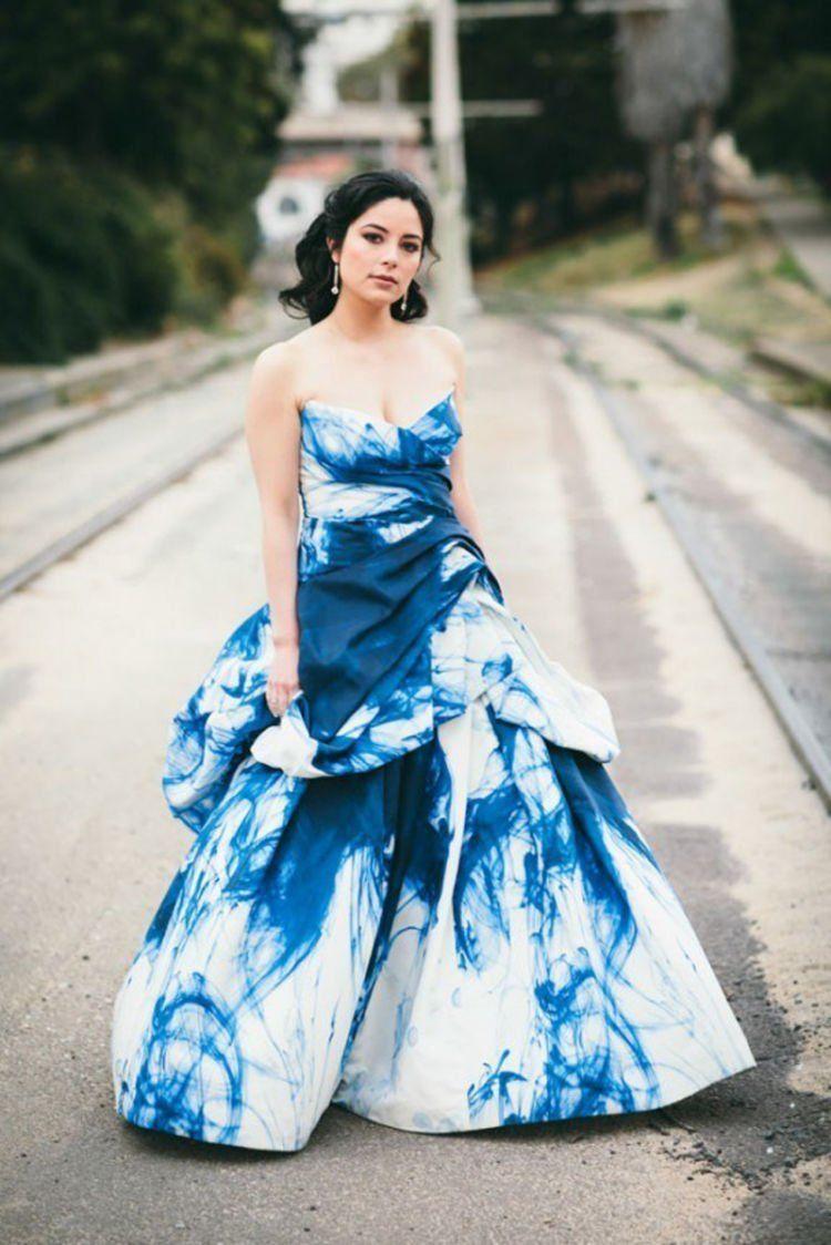 ombre di seluruh bagian gaun