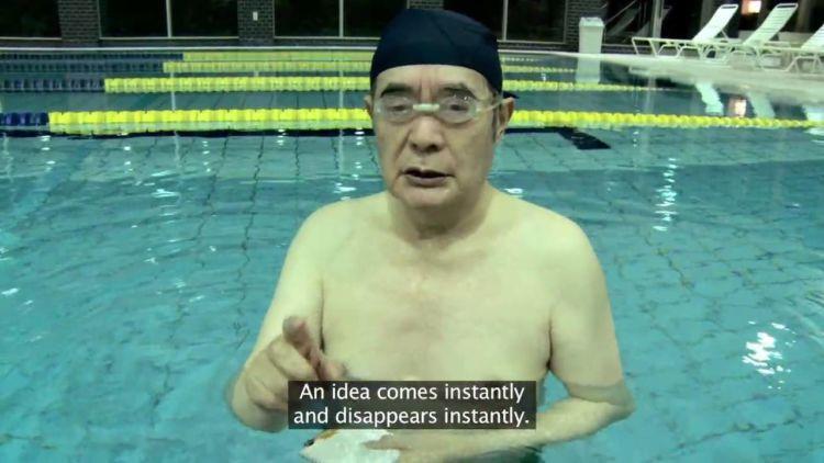 menenggelamkan diri ke dalam air