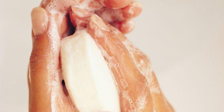 pilih sabun yang nggak mengiritasi kulit