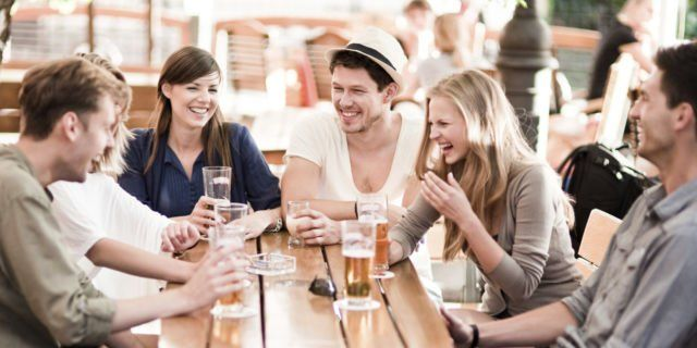 Kamu bisa hangout bareng teman-temanmu baik itu laki-laki atau perempuan