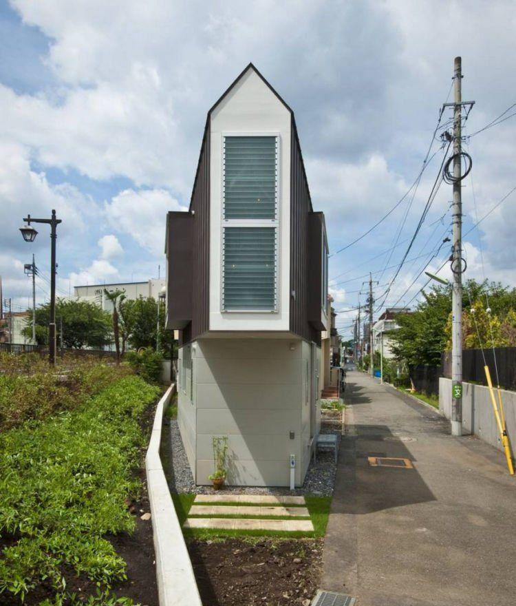 Di Jepang Ada Satu Rumah Yang Unik Dari Luar Tampak Sangat Pipih Dan Sepertinya Dalamnya Begitu Sempit Meskipun Ini Cukup Tinggi