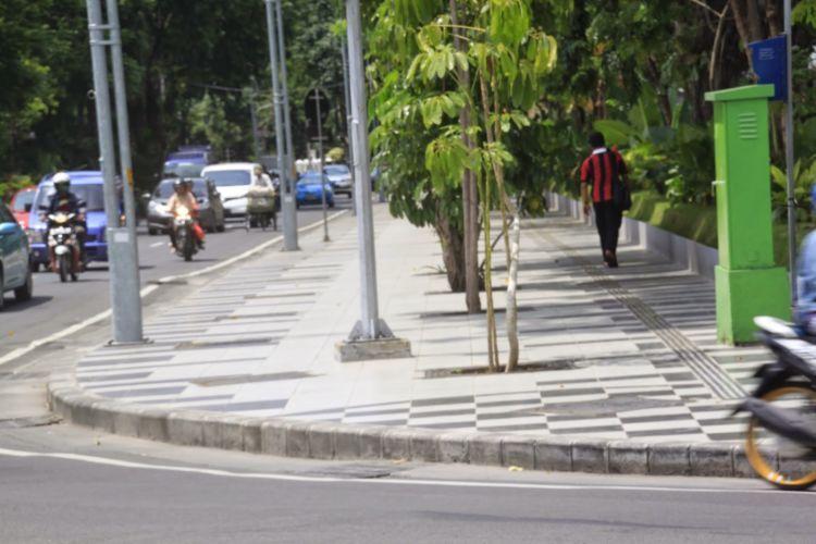 Salah satu trotoar di Surabaya