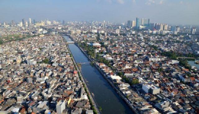 Kepadatan Penduduk di Jakarta Yang Sering Menimbulkan Kemacetan, Membuat Banyak Orang Lebih Memilih Untuk Berbelanja Online