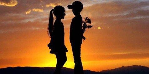 Ngambek, Romantis dan Colak-colek kan? Genit ih Kamu!