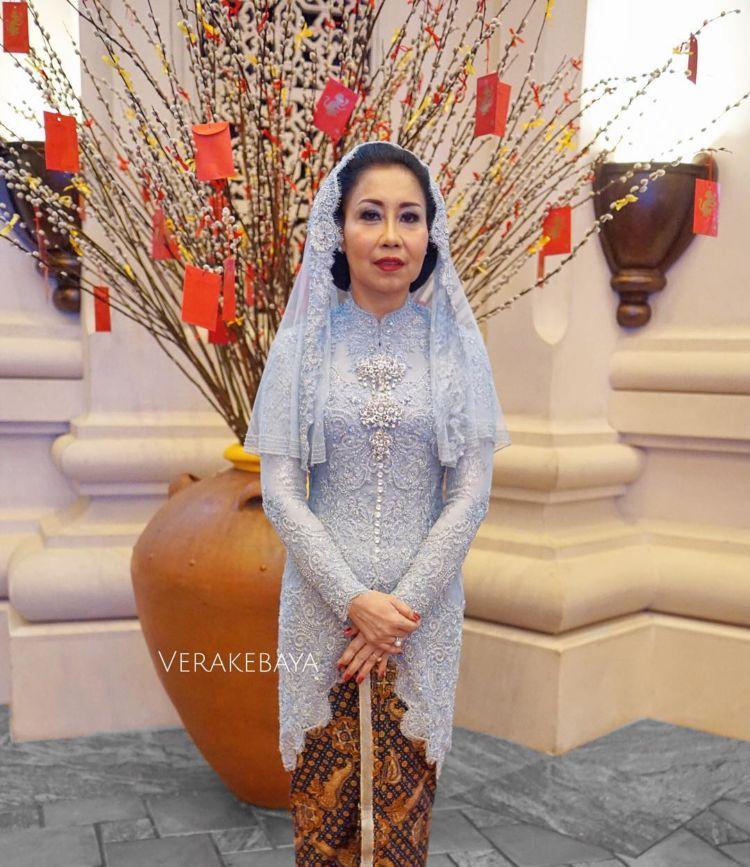 12 Inspirasi Kebaya Untuk Mama Di Hari Pernikahanmu Beliau Juga