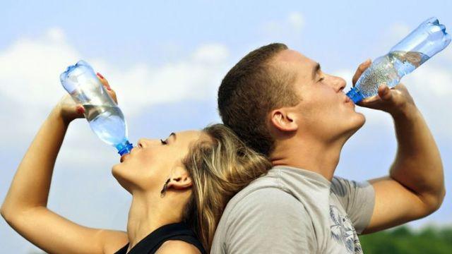 Tubuh yang tercukupi dengan air dapat menghilangkan perut buncitmu