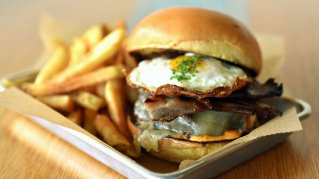 Makanan seperti fast food memang menggoda namun, sebaiknya kurangin mengkonsumsi makana seperti fast food ini.