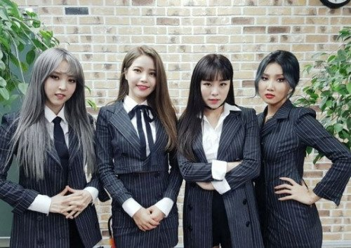 Mamamoo - Decalcomanie Stage Outfit
