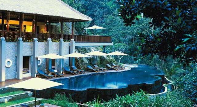 Infinity Pool dengan pemandangan alamnya yang indah