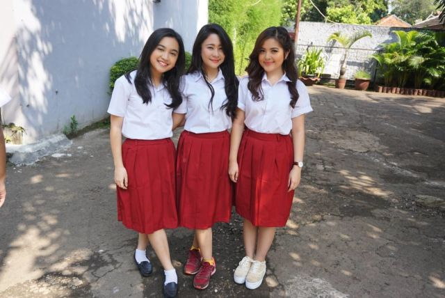 Seragam Sekolah Swasta 13