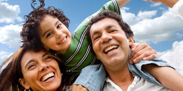 Keluarga Kecil Muda bahagia