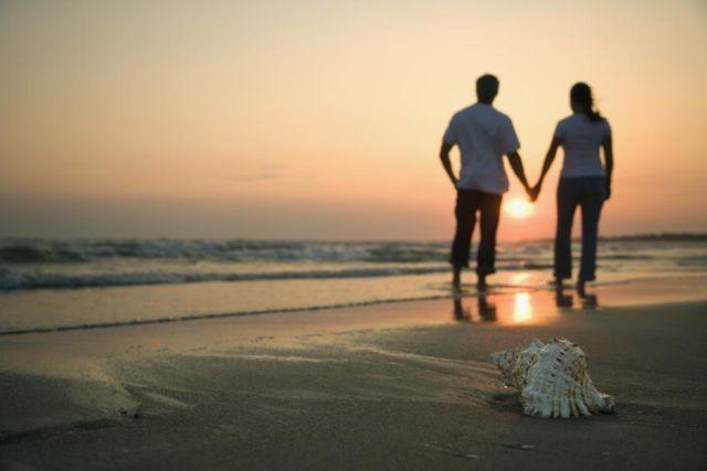 Romantisnya liat sunset.....