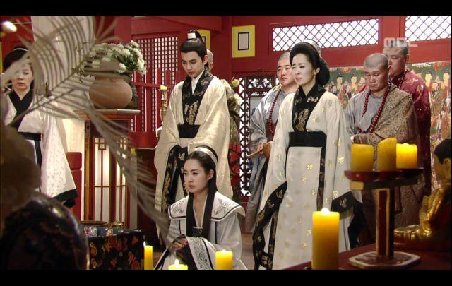 14 Potret Perkembangan Hanbok dari Dulu Hingga Kini, Pakaian