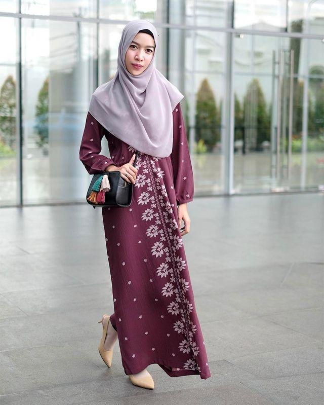 10 Maxi Dress Cantik Buat Cewek Berhijab. Adem Dan Feminin