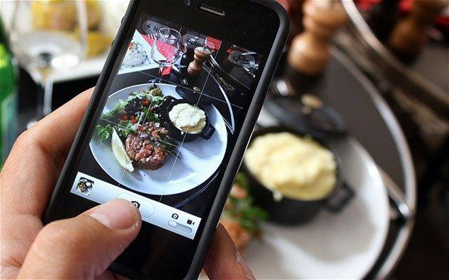 7 Tips Memotret Makanan Pakai Kamera HP Doang. Biar Kualitas Fotomu Naik  Level dan Makin Elegan!