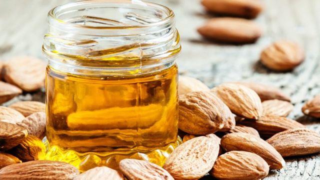 minyak almond untuk wajah berjerawat