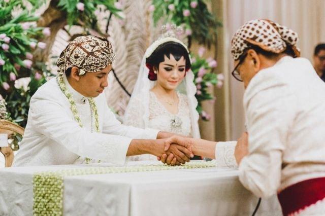 Ini Yang Seorang Ibu Rasakan Saat Melepas Putrinya Menikah Meski