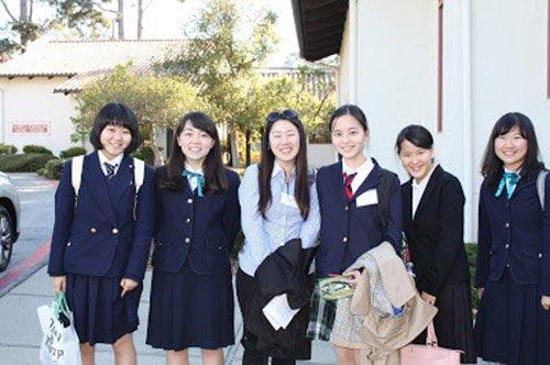 Siswi sekolah di Jepang