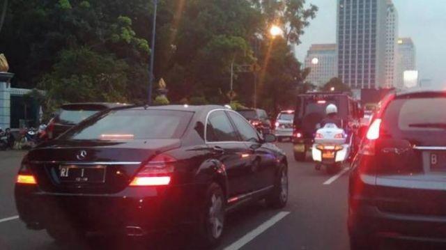 mobil presiden terjebak macet