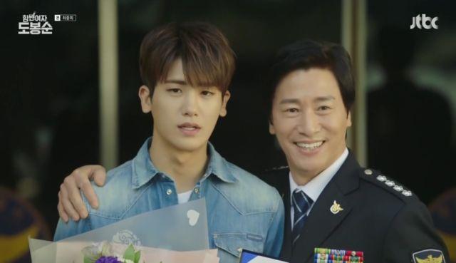 Ahn Min-hyuk mendapat penghargaan dari polisi