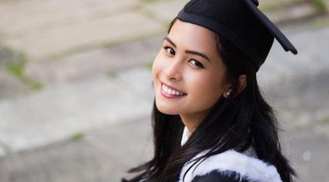 Maudy Ayunda resmi sandang gelar sarjana dari Inggris