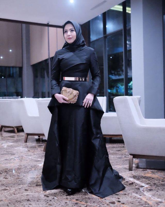 Inspirasi Gaun Muslimah Elegan Untuk Kondangan A La Selebgram Minim