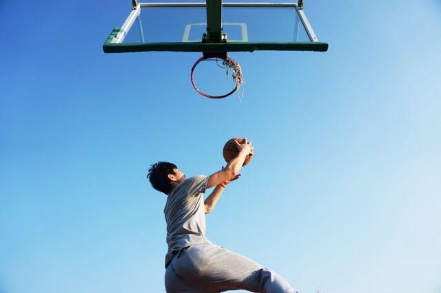 man-dunking-the-ball