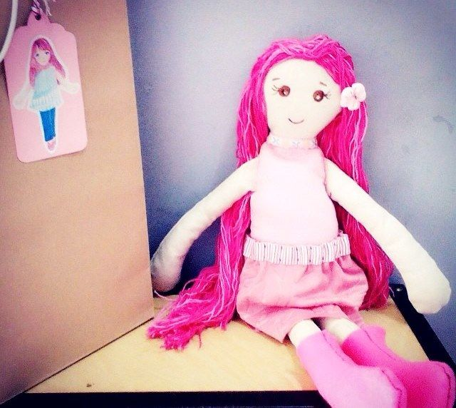 Boneka kain cantik berambut Panjang