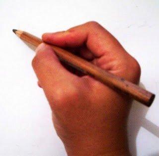 Pensil dalam genggaman