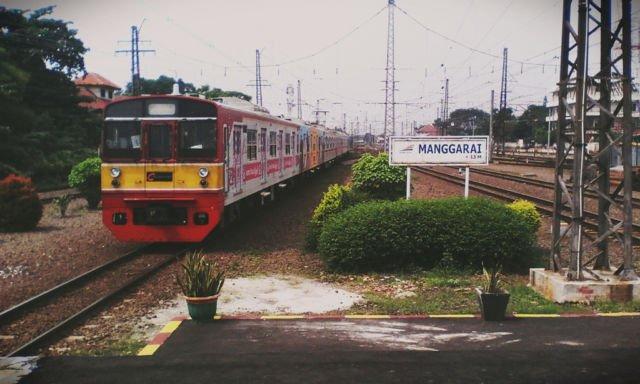 Commuter Line di stasiun Manggarai